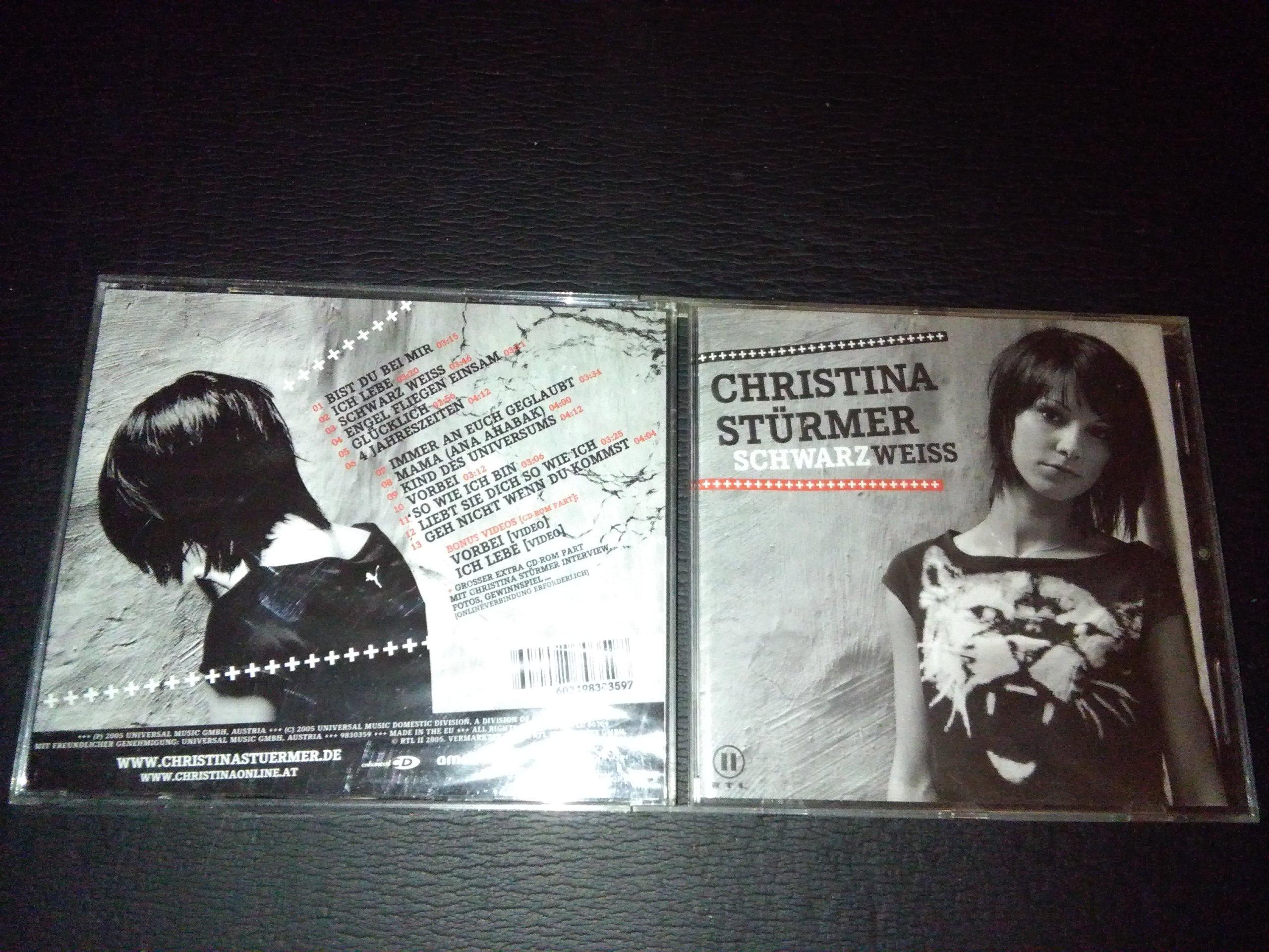 Christina Sturmer Schwarz Weiss