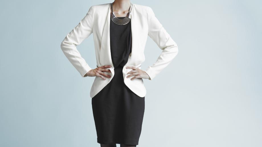 Biała marynarka damska – stylizacje. Z czym ją nosić