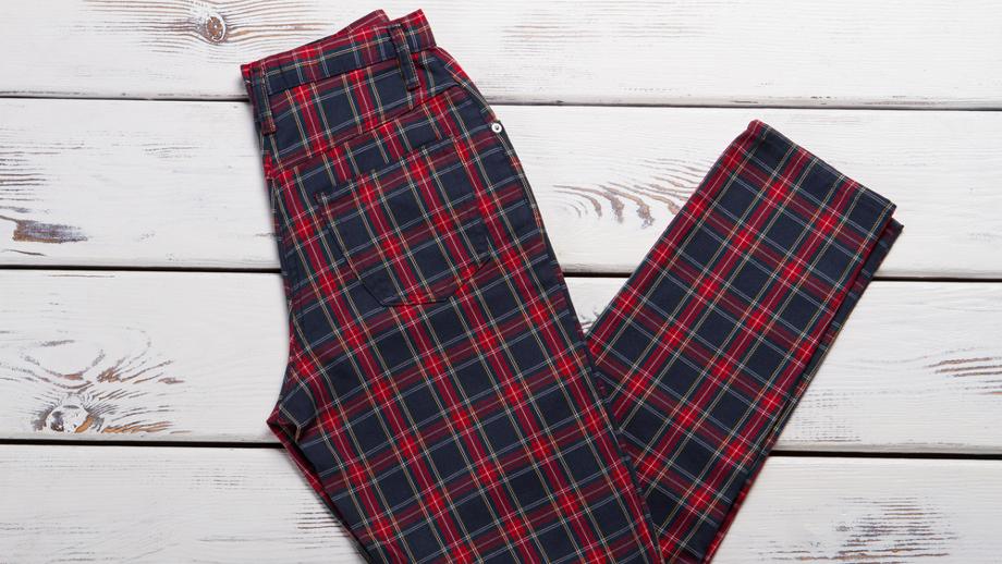 c66da056647440 Jak modnie nosić spodnie w kratkę? - Allegro.pl