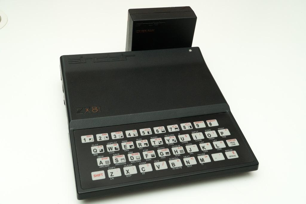 Sinclair ZX81 + 16kB RAM pack + komplet kabli