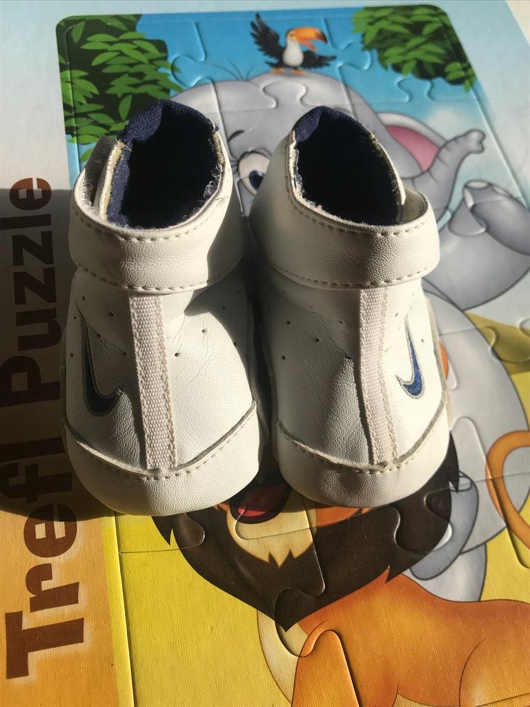 Buty niemowlęce Nike rozm. 15