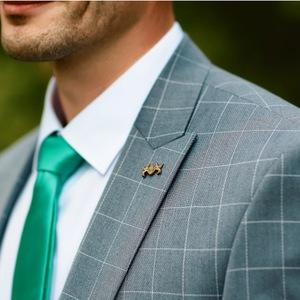 e409f71883317 Kraciasty garnitur czy kwiecisty krawat, czyli trendy ślubne 2018 dla  mężczyzn